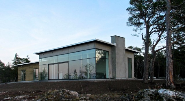 Modernt hus vid havet